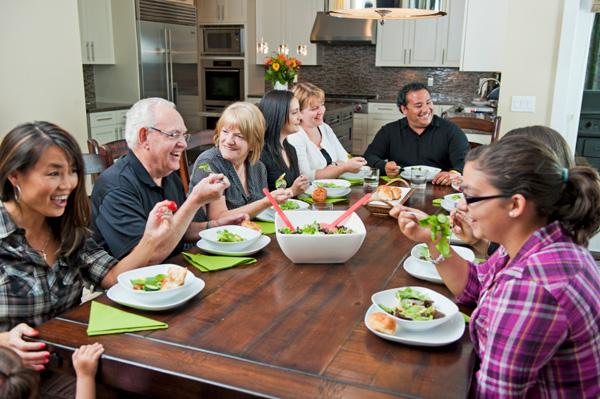 family-dinner-party